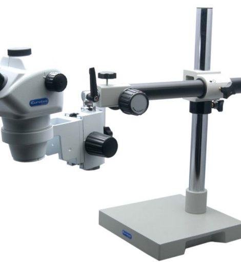Stereomicroscopio trinoculare con stativo a sbalzo